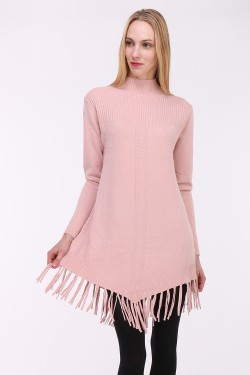Pull long orné de franges