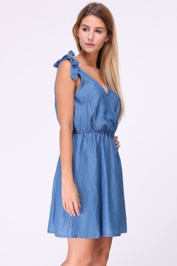 V-neck dress with straps to tie and backless