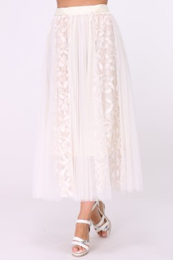 Long skirt in tulle decorated with lace