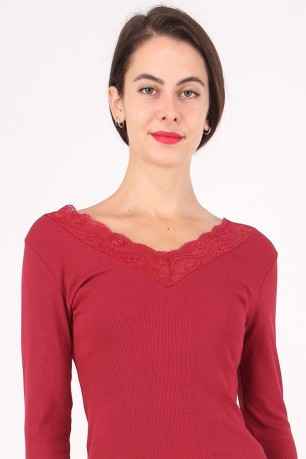 Top ml v-necked lace