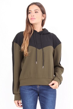 Two-tone sweatshirt with hood