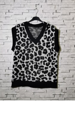 Leopard print sleeveless V-neck sweater