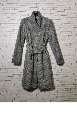 Checkered coat with belt and side pockets