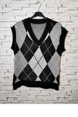 Sleeveless V-neck sweater with houndstooth print