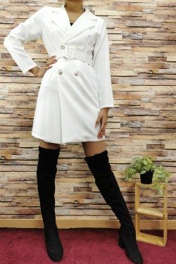 Mid-length V-neck blazer, crossed button, bendable at the waist thanks to the belt.