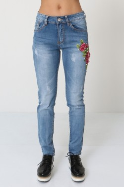Slim jeans with pearl and embroidered flower