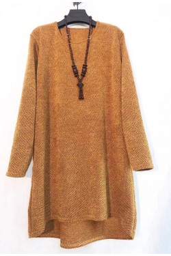 Tunic pull with collier